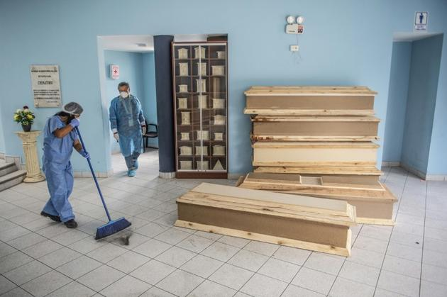 Des cercueils sont prêts pour des victimes du Covid-19 au cimetière El Angel à Lima, le 21 mai 2020 [ERNESTO BENAVIDES / AFP/Archives]