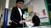 La candidate LR propose de rétablir le vote par correspondance.