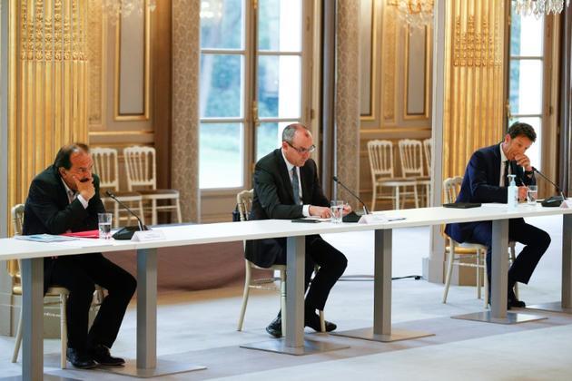 Le secrétaire général de la CGT Philippe Martinez (g), le secrétaire général de la CFDT Laurent Berger et le président du Medef, Geoffroy Roux de Bezieux lors d'une réunion à l'Elysée, le 4 juin 2020 à Paris [Yoan VALAT / POOL/AFP/Archives]