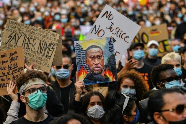 Des dizaines de milliers de personnes ont manifesté le 6 juin 2020 à Sydney, en Australie, en hommage au noir américain George Floyd, tué par un policier [SAEED KHAN / AFP]