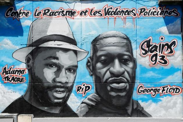 La fresque collective en hommage à George Floyd et Adama Traoré à Stains en Seine-Saint-Denis le 22 juin 2020 [FRANCOIS GUILLOT / AFP]