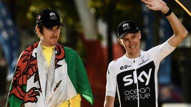 Geraint Thomas (à gauche) et Christopher Froome, en 2018, sur le podium du Tour de France.