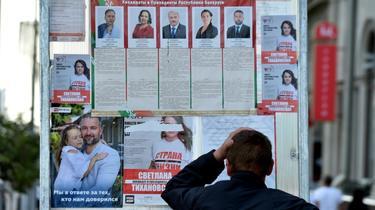 Affiches électorales à Minsk, le 8 août 2020 [Sergei GAPON / AFP]