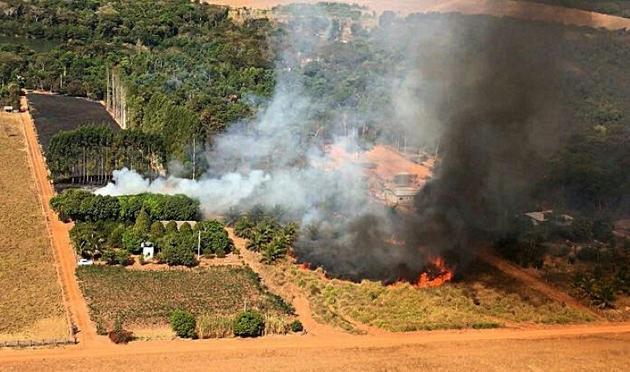Photo diffusée le 29 juillet 2020 par les pompiers de l'Etat du Mato Grosso montrant un incendie de forêt dans la région du Pantanal, au Brésil [- / MATO GROSSO FIREFIGHTERS DEPARTMENT/AFP]