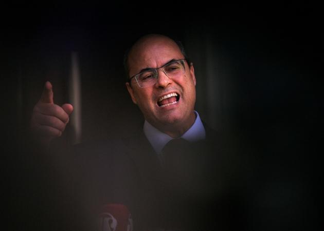 Le gouverneur de Rio Wilson Witzel s'adresse aux médias à Rio de Janeiro, le 28 août 2020 [CARL DE SOUZA / AFP]
