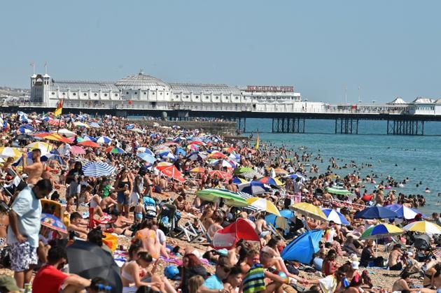 La plage de Brighton, en Angleterre, le 7 août 2020 [Glyn KIRK / AFP]
