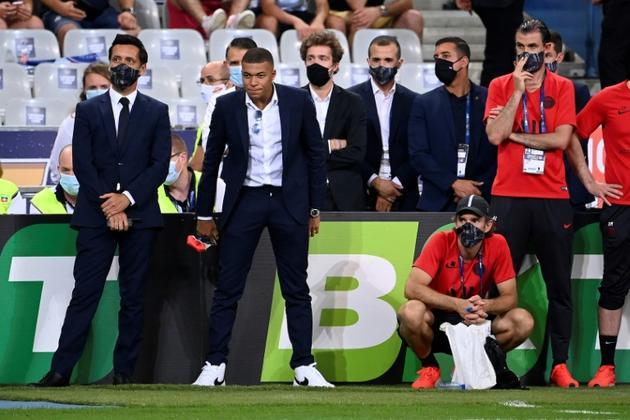 L'attaquant du Paris Saint-Germain Kylian Mbappe attend le résultat des tirs au but lors de la finale de la Coupe de la Ligue contre l'Olympique lyonnais au stade de France à Saint-Denis, près de Paris, le 31 juillet 2020<br />  [FRANCK FIFE / AFP]