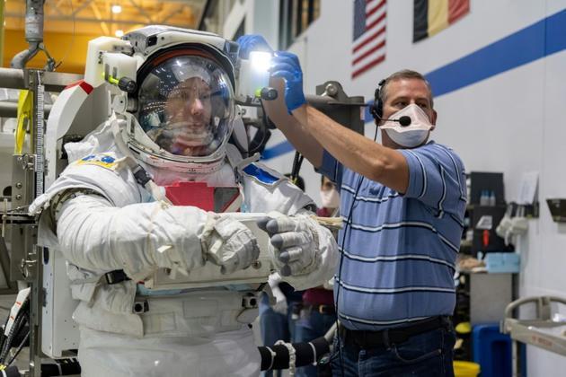 Photo datée du 19 juin 2020, fournie par la Nasa le 27 juillet 2020, de l'astronaute Thomas Pesquet lors d'un entrainement au centre spatial de Houston, au Texas [Bill STAFFORD / NASA/AFP/Archives]