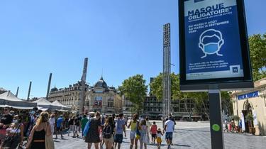 Le port du masque obligatoire s'étend tous les jours à davantage de rues à Paris ou, comme ici à Montpellier  [Pascal GUYOT / AFP]