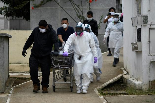 Enterrement d'une victime du coronavirus à Mixco, au Guatemala, le 6 août 2020 [Johan ORDONEZ / AFP]