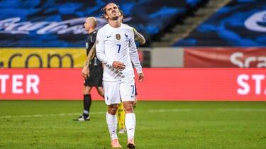 En Suède, Antoine Griezmann a manqué son troisième pénalty consécutif avec les Bleus.
