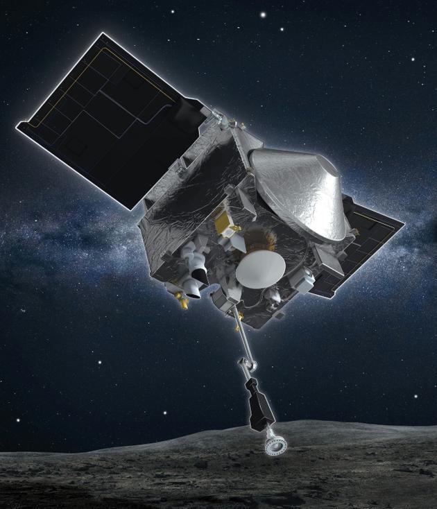Représentation graphique de la sonde Osiris-Rex, avec le bras de collecte pointé vers le sol. Le bras va devoir déposer ses échantillons dans un container au couvercle conique au centre de la sonde (en gris sur l'image) [Handout / University of Arizona/NASA Goddard Space Flight Center/AFP]