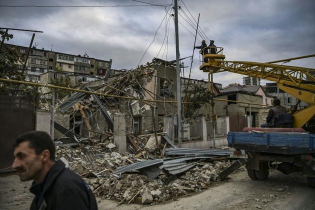 Les dégâts provoqués par un bombardement, le 10 octobre 2020 à Stepanakert, dans le Nagorny-Karabakh [ARIS MESSINIS / AFP]
