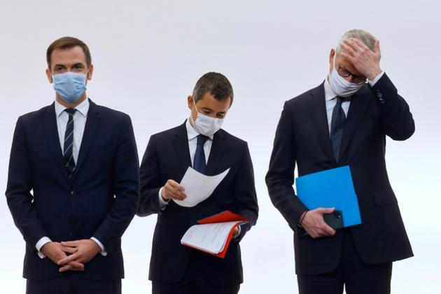 Les ministres de la Santé Olivier Veran (G), de l'intérieur Gérald Darmanin (C) et de l'Economie et des Finances Bruno Le Maire (D) lors d'un point presse le 15 octobre 2020 à Paris [Ludovic MARIN / POOL/AFP]