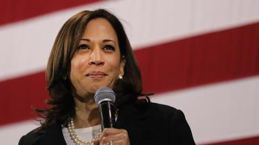 La sénatrice de 55 ans, réputée pour sa rigidité et ses éclats de rire contagieux, était en compétition avec Joe Biden lors de la primaire démocrate.