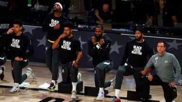 LeBron James et ses partenaires des Lakers posent un genou à terre pour lutter contre le racisme et les violences policières aux Etats-Unis.