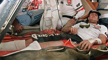 Hubert Auriol a été victime d'une fracture des deux chevilles après une terrible chute.