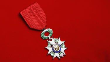 Près de 4.000 personnes ont été honorées de la Légion d'honneur et de l'ordre national du mérite.