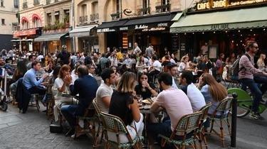 Une terrasse à Paris en juin 2020.