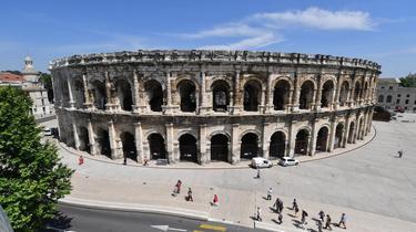 Dans une vidéo diffusée par la maire, des images des arènes de Nîmes ont été utilisées pour parler du Colisée de Rome.