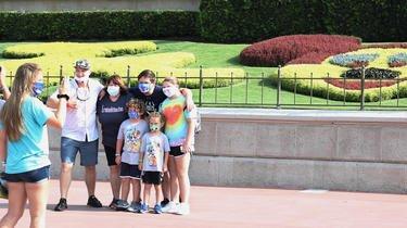 Les visiteurs de Disney World vont pouvoir enlever le masque pour les photos.