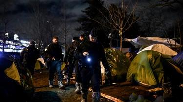 Depuis novembre, le préfet de police de Paris assure empêcher les reconstitutions de campements grâce à la présence policière.