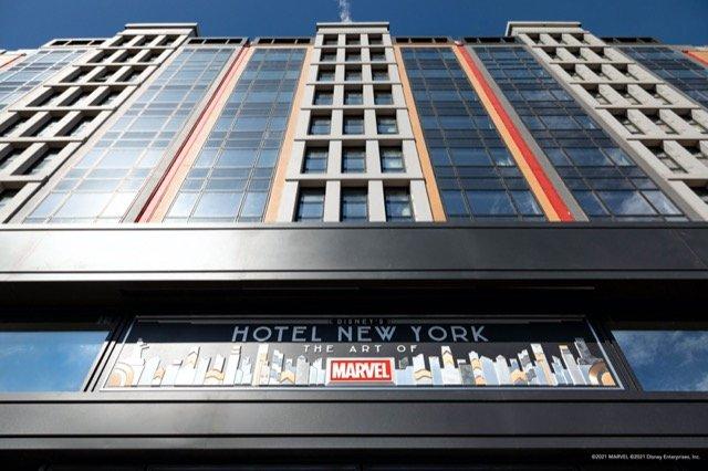 disneys_hotel_new_york_-_the_art_of_marvel-taille640_60c88c1a21eec.jpg