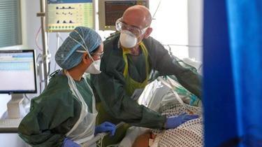 Les équipements proposés aux soignants étaient des masques dits FFP3, conçus pour filtrer les aérosols.