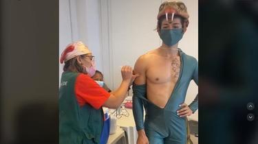 Un Brésilien de 29 ans s'est fait injecter son vaccin déguisé en une espèce d'anaconda d'Amérique du Sud.